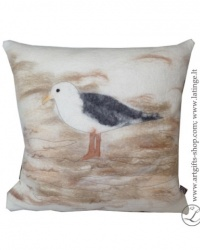 hand-felted-pillow-seagull--brown-unique-details-interior-pagalvele-plunksna-ranku-darbo-vilna-zuvedra-1