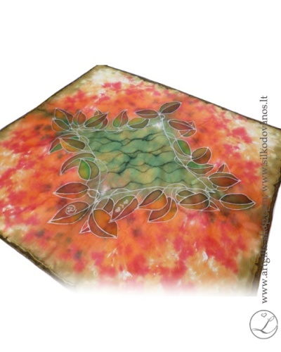 tapyba-nat-silko-silkine-skarele-raudona-zalia-hand-painted-square-silk-scarf-red-olive-hand-made-4